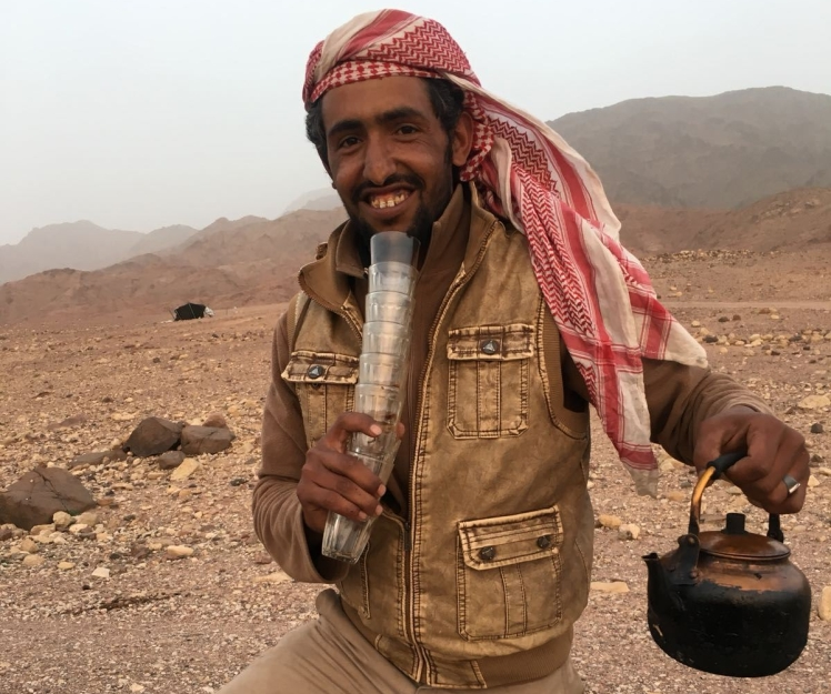bedouin with tea jordan